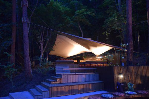 星のや富士には色んな所にハンモックやテントなどがある